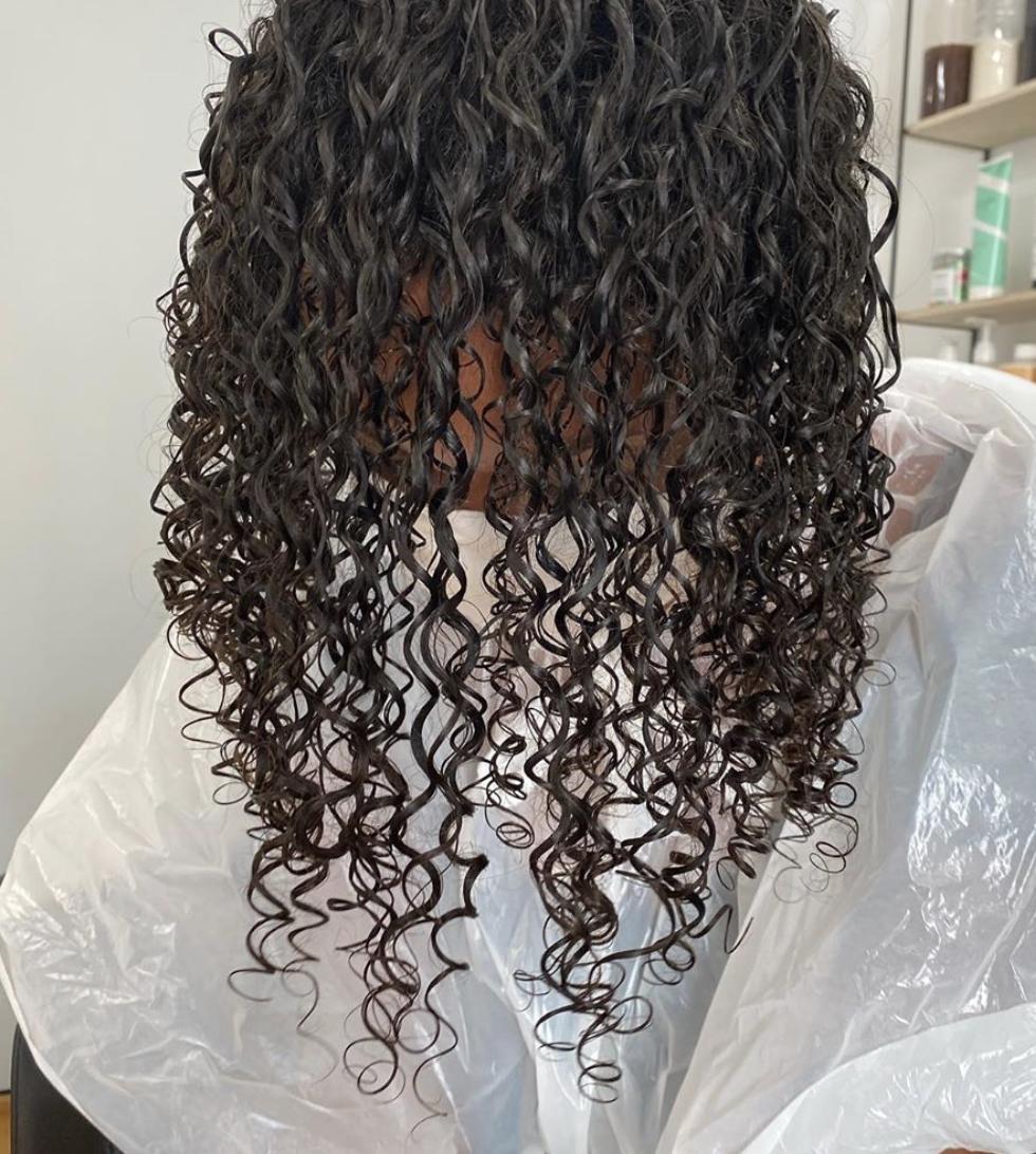 4e-devacut-cheveux-humides